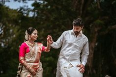"Photo from Sibin Jacko ""Wedding photography"" album Indian Wedding Couple Photography, Wedding Photography Tips, Indian Photography, Photography Couples, Pre Wedding Poses, Wedding Couples, Cute Couples, Sweet Couples, Couple Posing"
