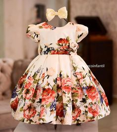 Image may contain: one or more people Mommy Daughter Dresses, Baby Girl Dresses, Little Dresses, Fashion Kids, Baby Girl Fashion, Frocks For Girls, Kids Frocks, Kids Dress Wear, Baby Dress Design