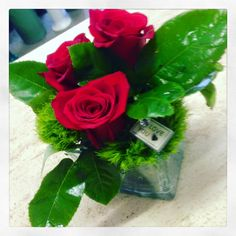centrotavola con rose rosse www.fioreriasarmeola.com ROSE AL CUBO