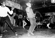 Loose Bruce at Negrils notice a young Crazy Legs from The Rocksteady Crew in the background 1980   ph: Joe Conzo