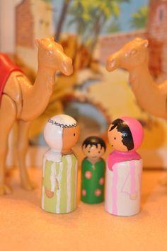 Unsere Freunde von der Sahara sind die Fesseln Ihrer Kinder Leben zu nehmen und tausend Geschichten mit ihnen. Diese solide Spielzeuge werden lange ihre Spielkameraden. Komplett von Hand gemacht. Die Stücke aus Holz, hergestellt in England, sind 6 cm und 3 cm. Auf Bestellung gefertigt, sie möglicherweise ein wenig anders weil einzigartig. Hüten Sie sich vor, diese Spielzeuge sind nicht geeignet für Kinder unter drei Jahren. Sie haben kleine Teile, dass das Kind den Mund machen kann.