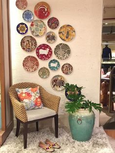 Ultimate Ideas List of Bohemian Furniture (With images) Plate Wall Decor, Room Wall Decor, Plates On Wall, Living Room Decor, Living Room Interior, Fabric Wall Decor, Hanging Plates, Indian Room Decor, Ethnic Home Decor
