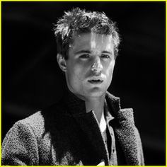 Max Irons playing King Edward IV of England in The White Queen on Starz.