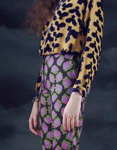 Mixing prints in rich colors Moda Fashion, Fast Fashion, High Fashion, Womens Fashion, Minimal Fashion, Looks Style, My Style, Fashion Details, Fashion Design
