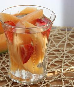 strawberry and cantaloupe infused water, infused water recipe, fruit infused water