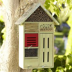 An insect hotel will encourage populations of beneficial garden bugs and birds. Bug Hotel, Garden Bugs, Garden Insects, Garden Crafts, Garden Projects, Mason Bees, Bird Houses Diy, Birds And The Bees, Beneficial Insects
