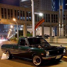 SSR ロンシャン サニトラ Pick Up Nissan, Nissan Sunny, Mini Trucks, Buckets, Pickup Trucks, Old Cars, Arrows, Motor Car, Custom Cars