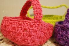 crochet patterns small baskets | free small basket crochet pattern | Crochet Mini
