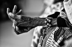 Shared by MAGDALENA. Find images and videos about photography, black and white and people on We Heart It - the app to get lost in what you love. Edward Weston, Photo D Art, Old Hands, Life Moments, Zentangle, Photos, In This Moment, Black And White, Detail