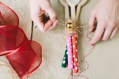 cute gift for my sunday school kids to make for mothers day or christmas.  DIY Hand-Painted Spoons #ziploc #holidaycollection www.jojotastic.com
