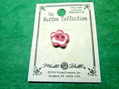 "(1) 1/2"" 2004 MILL HILL FLOWER-SHAPE PINK CERAMIC 2-HOLE BUTTON (N618)"