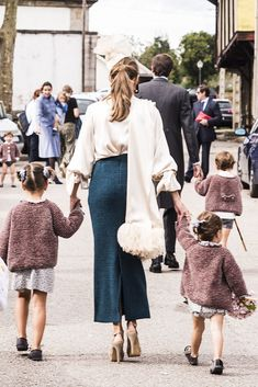 Chic Outfits, Fashion Outfits, Wedding People, Fiesta Outfit, Wedding With Kids, Little Girl Fashion, Autumn Winter Fashion, Wedding Hairstyles, Street Style