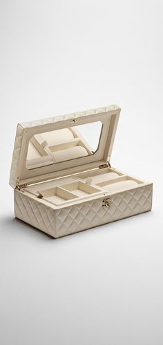 Lambskin jewelry box - CHANEL