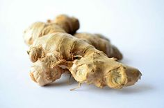 As with many other spices and herbs, ginger is well-known around the world for its health benefits. Did you know that ginger water can speed up weight loss? Herbal Remedies, Natural Remedies, Flu Remedies, Ginger Benefits, Health Benefits, Salud Natural, Dehydrated Food, Dehydrator Recipes, Preserving Food