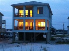 Beautiful Gulf Front Beach House - 7 Bedrooms, 6 Bathrooms. You and your family will love this home. It is a wonderful beach house with premium amenities (...