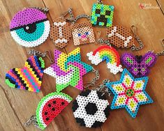 Lego fans can create this easy to make DIY Perler Beads Keychains now. Join the beads with adhesive to create simple stars or a colorful rainbow. Easy Perler Beads Ideas, Hamma Beads Ideas, Easy Perler Bead Patterns, Melty Bead Patterns, Bead Crochet Patterns, Diy Perler Beads, Beading Patterns Free, Perler Bead Art, Weaving Patterns