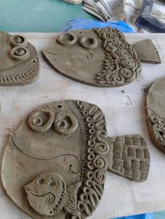 Pesci - Hobbies paining body for kids and adult Clay Projects For Kids, Kids Clay, Ceramic Clay, Ceramic Pottery, Clay Crafts, Kids Crafts, Clay Fish, Pottery Animals, Ideias Diy