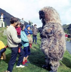 bts: A Yeti greets local people during the filming of The Abominable Snowmen. Classic Doctor Who, New Doctor Who, Second Doctor, 12th Doctor, Good Doctor, Doctor Assistant, Original Doctor Who, Lost Episodes, Andy Capp