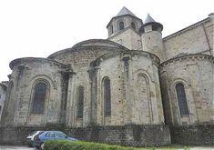 Chevet de l'abbaye St Pierre de Beaulieu sur Dordogne avec les chapelles rayonnantes