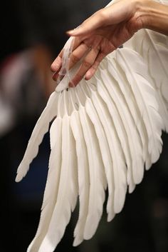 exercicedestyle:3D printed feathers - Melinda Looi X Materialise - 'Open Wings' ©The Photoz – Zung