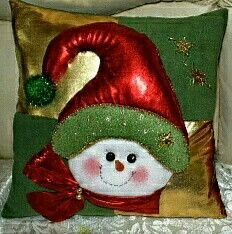 Pin by Milena Garcia on Navidad Christmas Cushions, Christmas Pillow, Felt Christmas, Christmas Snowman, Christmas Stockings, Christmas Holidays, Christmas Crafts, Christmas Decorations, Christmas Ornaments