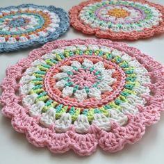 Con amor hecho a mano ♡ ♡ mandala crochet en colores pastel. Puede ser utilizado así como Tischdeckchen, decoración de la pared o incluso posavasos. El mandala mide 13,5 cm de diámetro. Lavable a 30 grados centígrados. Las opciones de color, consulte el color en la fila más externa.