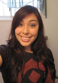 ihascupquake she is awesome check her out! She hit 1 million subz! Watch her ! ihascupquake she is Tiffany Quake, Cupquake And Red, Markiplier Hair, Youtube Stars, Best Youtubers, Girl Power, Her Hair, Hair Pins, Cute Couples