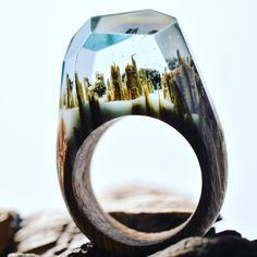 Nature to wear! The Canadian brand Secret Wood creates fine handmade rings with a dreamy twist. Each piece is realised  mixing fresh wood and coloured jewelry resin. The magical switch is in the de…