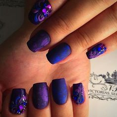 A luxury violet-blue manicure shows a decisiveness and firmness of character of its owner. Because to afford such a design ...