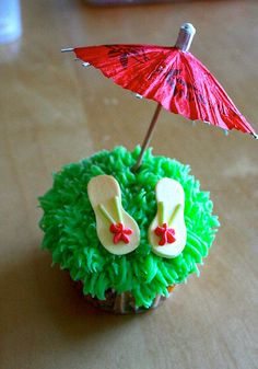 Flip Flop Cupcake Cake | Cupcakes Take The Cake: Flip flop cupcakes Beach Theme Cupcakes, Beach Cupcakes, Summer Cupcakes, Cupcake Cake Designs, Cupcake Cookies, Cupcake Ideas, Flamingo Birthday, Luau Birthday, Flip Flop Cakes