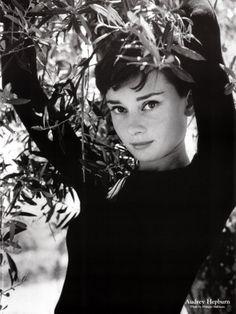 Philippe Halsman - Audrey Hepburn