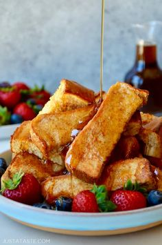 Make busy mornings a breeze with baked french toast sticks! these dunkable dippers freeze beautifully and only take 30 seconds to reheat justataste com recipes backtoschool breakfast mealprep brunch apple pie french toast Cinnamon French Toast, French Toast Bake, French Toast Sticks Recipe Baked, Easy French Toast, French Toast Recipes, Healthy French Toast, Breakfast Dishes, Best Breakfast, Breakfast Pancakes