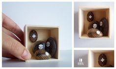 Presepio de pedras ilustradas  em caixa de madeira