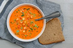 Paprika soup with herbs always hungry – Suppen – - Suppe Rezepte Healthy Dinner Recipes, Soup Recipes, Vegetarian Recipes, Stuffed Pepper Soup, Stuffed Peppers, Sante Plus, Apples And Cheese, Asian Soup, Always Hungry
