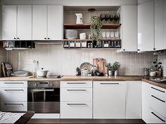 Fjällgatan 24B, Gamla Masthugget 2 r o k / 58 kvm - 2 550 000kr @stadshem @janneolanderfotograf @inredaremartinamattsson #apartmentgbg #aptgbg #gothenburg #göteborg #homedecor #home #lovely #apartment #inspiration #interior #interiordesign #scandinavianliving #stylish #beautiful #kitchen #kitcheninspo #landshövdingehus #trend #modern #clean #white #wood #nice #details #tillsalu #forsale