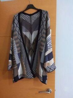 Precioso cardigan tipo kimono,disponible en tallas y colores,estampado etnico.