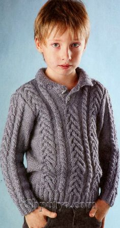 Серый пуловер с узором из кос, вязаный спицами