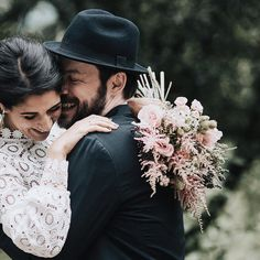 ¡No te afeites que me encantas! Photo by Destination Wedding, Wedding Day, Bride Gowns, Natural, True Love, Wedding Bouquets, Cowboy Hats, Couple Photos, Couples