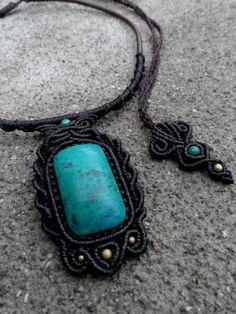 Bleu est la Chrysocolle collier en macramé Pierre par LaQuetzal