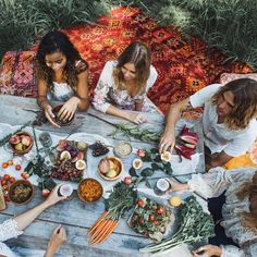 Afternoon picnics for shot by ✨ Bell Tent, Delicious Dinner Recipes, Outdoor Dining, Food Inspiration, Shots, Food And Drink, Photo And Video, Ethnic Recipes, Instagram