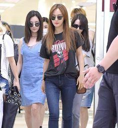 Oppa and her twin at the back..#thetriplets  160815 Gimpo Airport @yulyulk #권유리 #kwonyuri #yurikwon #yuri #yulyulk #yurisistable #girlsgeneration #soshi #sone #snsd #blackpearl #sonyeoshidae #소녀시대 #유리 #smtown #tokyo #smtowntokyo
