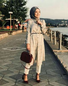 8 bureau look hijab chic. Hijab Chic, Hijab Elegante, Modern Hijab Fashion, Muslim Fashion, Modest Fashion, Fashion Outfits, Hijab Dress, Hijab Outfit, Dress Skirt