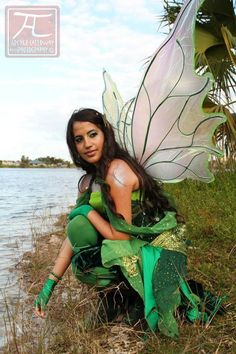 The gorgeous Jewel fae. (copyright Archer Calloway Photography)