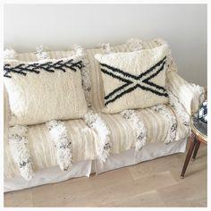 Gros coussins Béni ouarain neufs, réalisés à la main au Maroc avec de la laine vierge. Disponibles sur ETSY ou me contacter à blanc.boheme@orange.fr Béniouarain cushion on ETSY