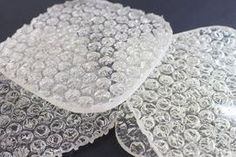 Guy Makes Unpoppable Bubble Wrap Drink Coasters Coaster Crafts, Diy Coasters, Diy Resin Crafts, Crafts To Sell, Recycled Crafts, Geek Gifts, Diy Gifts, Resin Jewelry, Jewelry Crafts