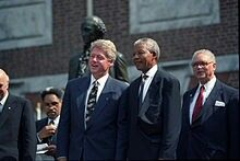 Bill Cinton and Nelson Mandela.Mandela like Clinton and supported him during his impeachment proceedings.