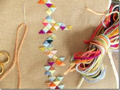 Geometric embroidery with tapestry yarn - by cozy made thing.- Geometric embroidery with tapestry yarn – by cozy made things Geometric Embroidery, Paper Embroidery, Cross Stitch Embroidery, Embroidery Patterns, Cross Stitch Patterns, Embroidery Digitizing, Doily Patterns, Cross Stitch Geometric, Border Embroidery