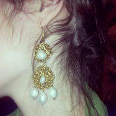 Orecchini artigianali in ottone e perle di fiume