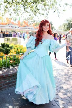 I'm not sure whether or not I like the new dress. Overall, it's pretty, sure, but it just doesn't look like Ariel to me? I really don't like how they've given her a completely new dress that looks...