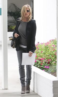 Aniston, casual